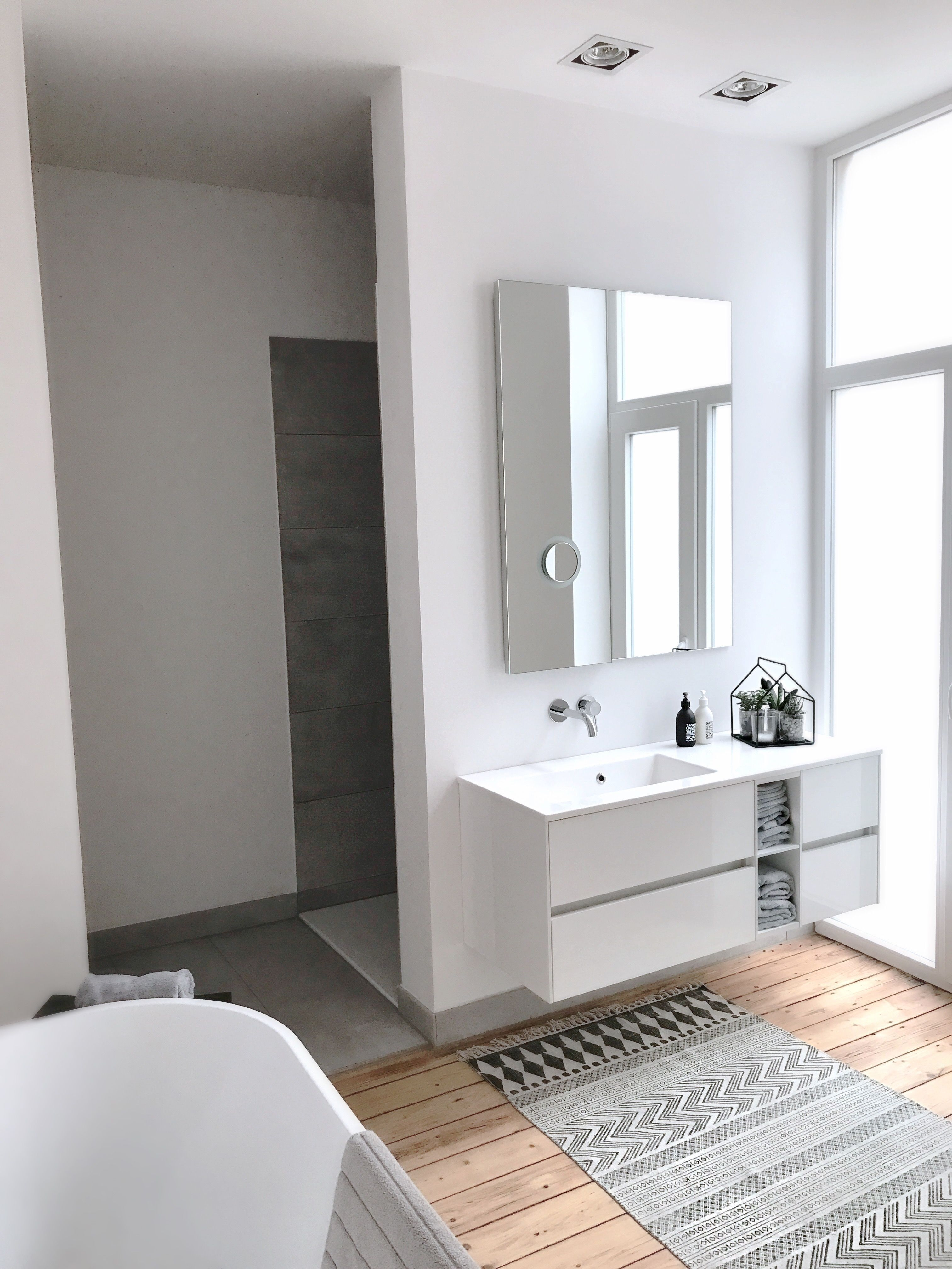 Finally A Cozy Bath After A Long Conversion Time The B In 2020 Badezimmerideen Badezimmer