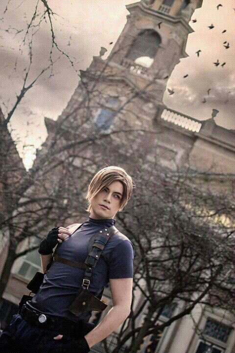 Cosplay Leons Kennedy From Resident Evil 4 Resident Evil Cosplay