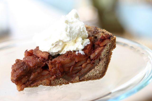 Naturally Mom: a nut crust apple pie! (gluten-free, GAPS diet friendly, grain free, sugar free)