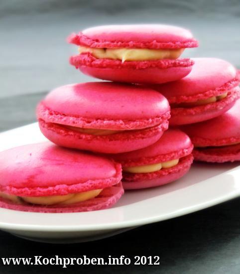 Macarons mit Pistazien-Rosen-Ganache  #macarons #pierre herme #pistazien #rosen #rosenwasser