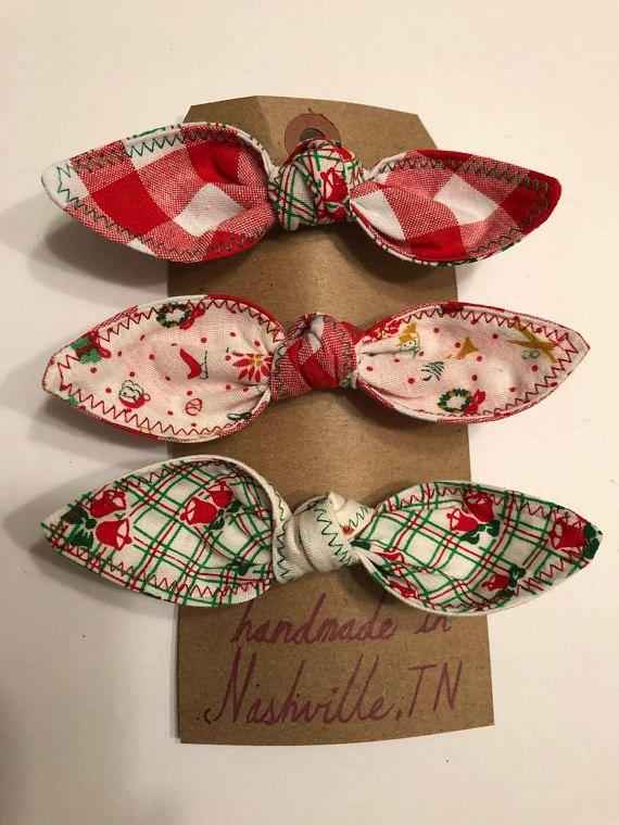 Homemade Homegirl Holiday Hair Bows / Christmas Bow / Christmas Bows / Feedsack Bows / Made in Nashville / Holiday Bow / Holiday Bows / Knot #holidayhair