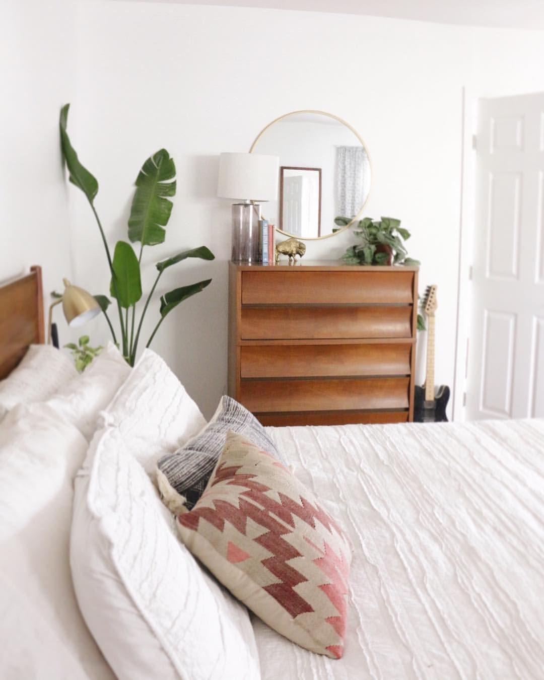 Modern boho bedroom // mid century bedroom // white bedroom ...
