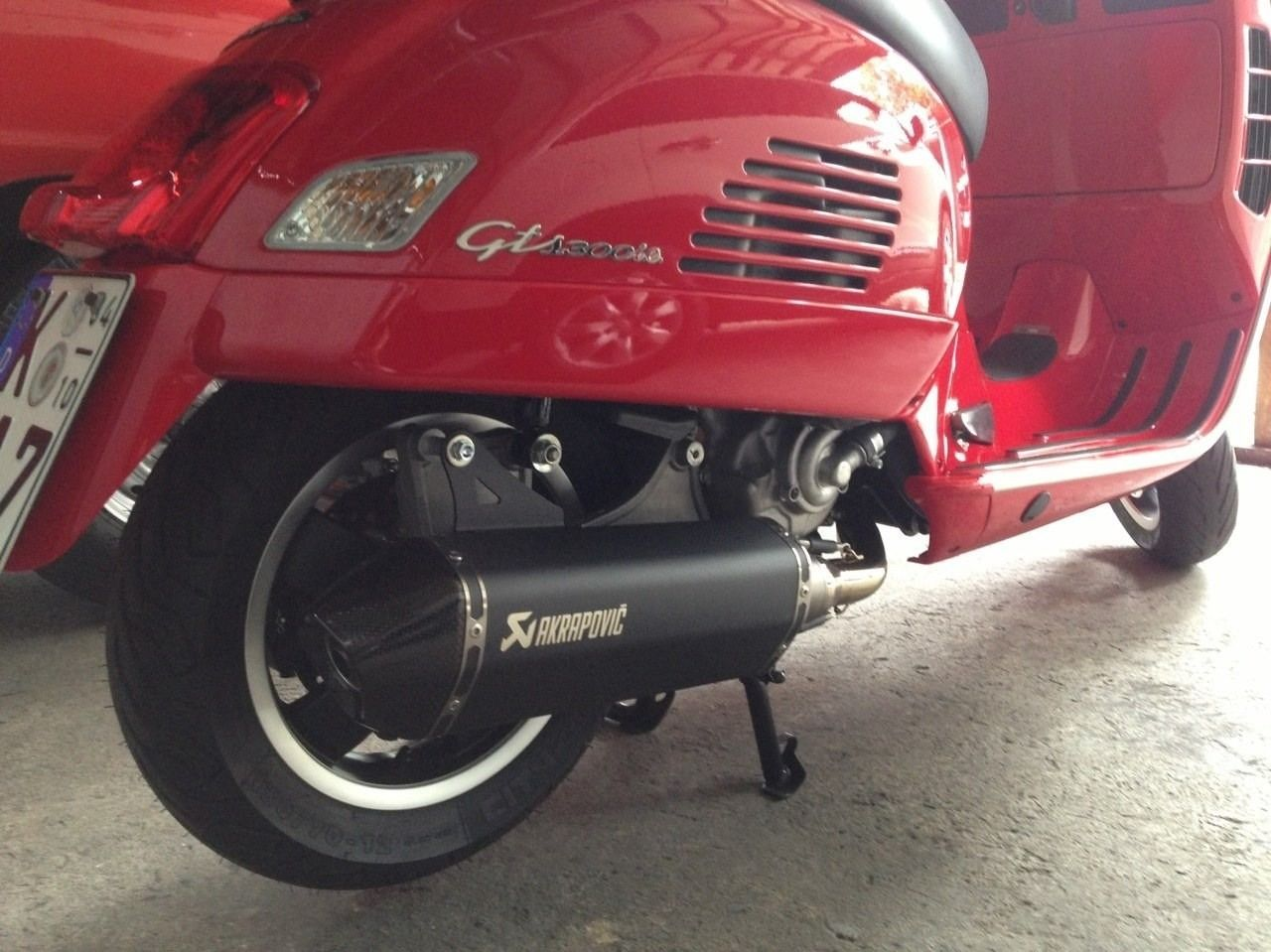 vespa gts300ie on akrapovic exhaust my style vespa. Black Bedroom Furniture Sets. Home Design Ideas