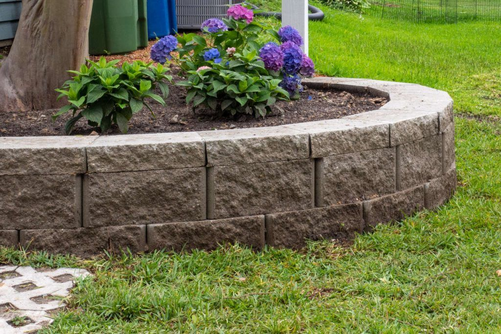 Retaining Wall Calculator And Price Estimator Find How Many Blocks Are Needed To Build A Retaining Wall In 2020 Building A Retaining Wall Retaining Wall Retaining Wall Blocks
