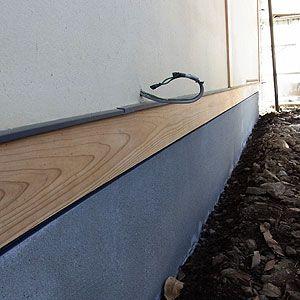 付土台と天端笠木 玄関 引き戸 家を建てる 玄関