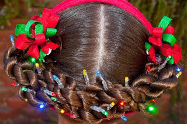 Delice Ou Delire 20 Coiffures De Noel Pour Enfant Vues Sur Pinterest Christmas Hairstyles Hair Styles Christmas Hair