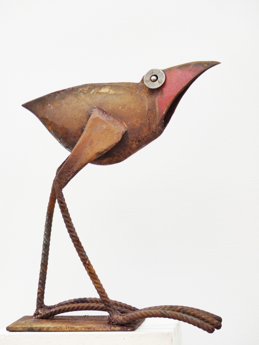 Chris Kircher welded this scrap metal bird sculpture for inside and outside. See her unique rustic garden art that is recycling art at its best. Made of old iron from the scrap yard using a plasma cutter and a welding machine to work with found objects. More scrap metal art animals and more abstract contemporary art made of steel you can find in her online-shop. #contemporaryart #contemporary #art #sculpture