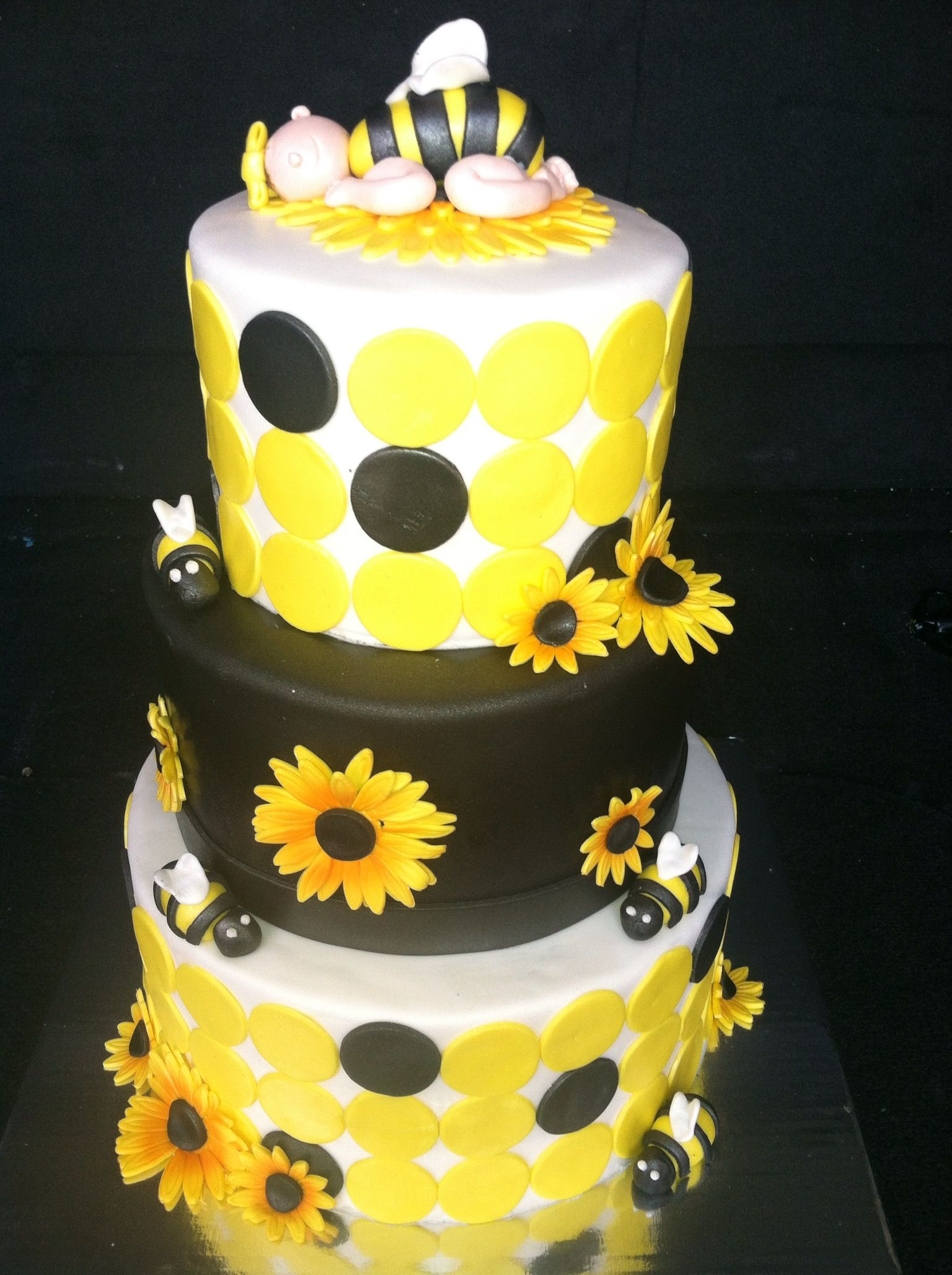 Charming Bumble Bee Baby Shower Cake Kelcie Nichole Ideas My Nie More At Recipins.com
