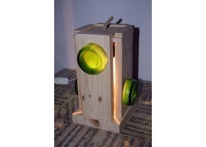 Lampada in legno reaizzata con legno di recupero e i fondi di