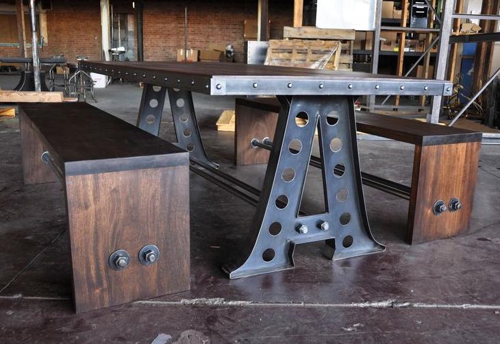 Table de cuisine au look industriel r cup r e d 39 une ancienne usine d co cuisine et salle - Table cuisine pin ...