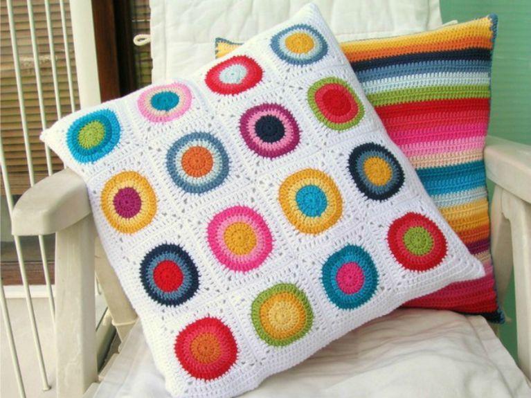 Tutoriales DIY: Cómo hacer un cojín de crochet vía DaWanda.com
