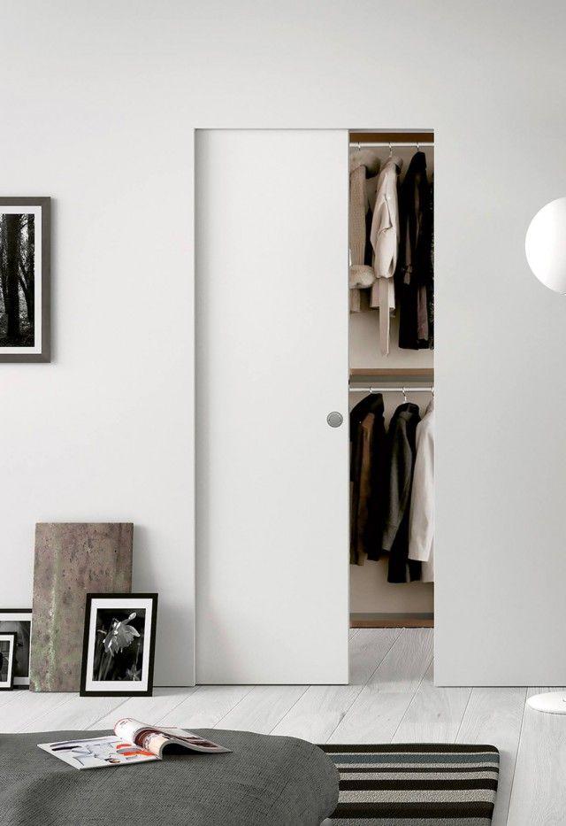 quando lo spazio poco e si vuole guadagnare una parete d appoggio al posto di una grande. Black Bedroom Furniture Sets. Home Design Ideas