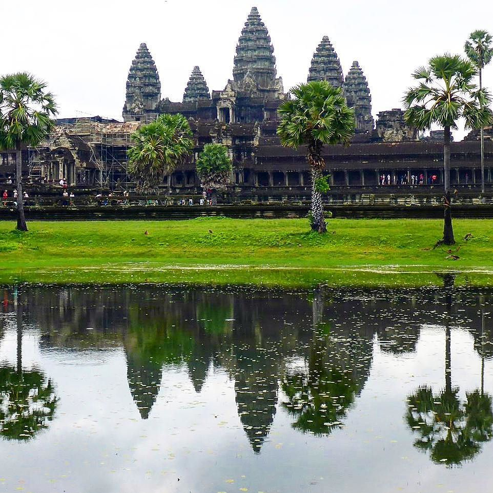 Can't really visit #AngkorWat and not post the atypical pic #Love Cambodia #travel #DH