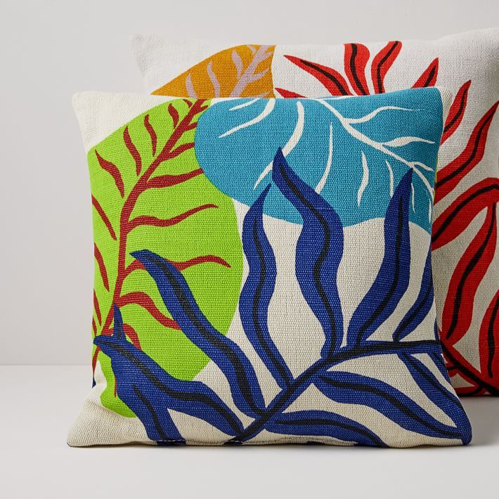 Design Crew Living The Modern Life In Palm Springs Front Main In 2020 Outdoor Pillows Pillows Frame Wall Decor