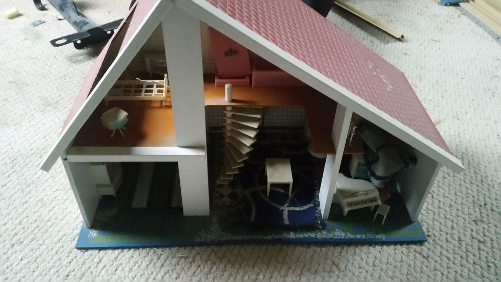 Altes Original-70er Jahre Puppenhaus