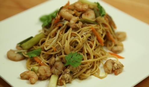 طريقة عمل وصفة النودلز مع الروبيان Pasta Dishes Recipes Food Hacks