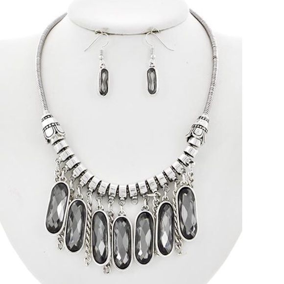 "Black Diamond Glass Necklace Set Antique Silver Tone / Black Diamond Glass  / Metal / Fish Hook (earrings) / Necklace & Earring Set •   ChiqStyle No : 000521427 •   LENGTH : 17"" + EXT •   EARRING : 1 1/2"" •   DROP : 2""  •   A.SILVER/BLACK DIAMOND Jewelry Necklaces"