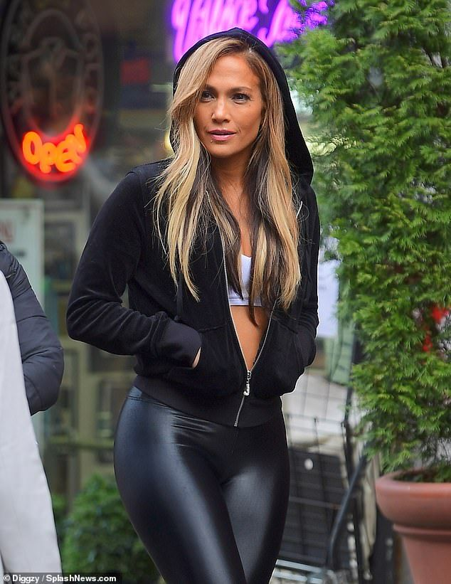 Photo of Jennifer Lopez gets pulses racing as she reveals tummy and derriere