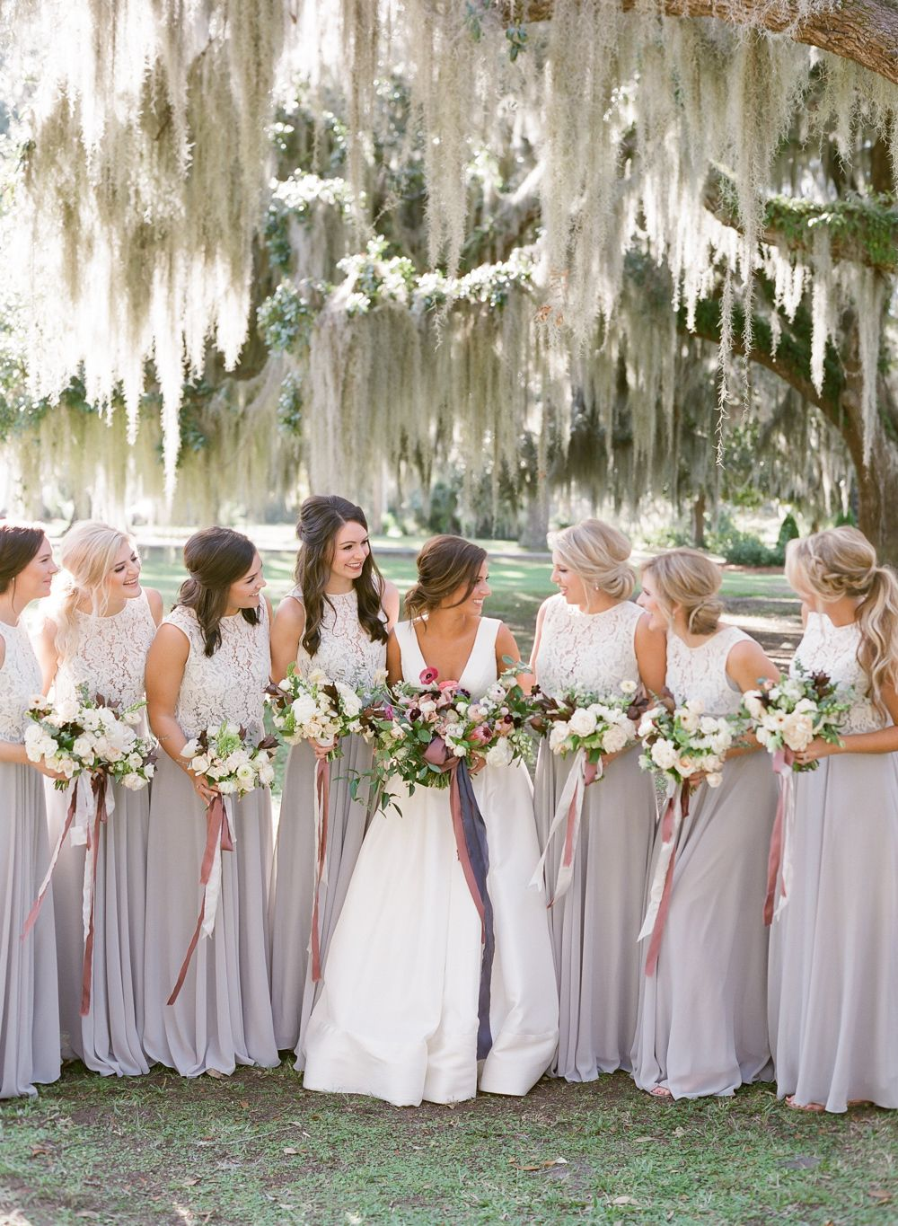 A Traditional Southern Wedding In Savannah With Subtle Boho Flair Southern Style Wedding Southern Wedding Dresses Southern Wedding [ 1365 x 1000 Pixel ]