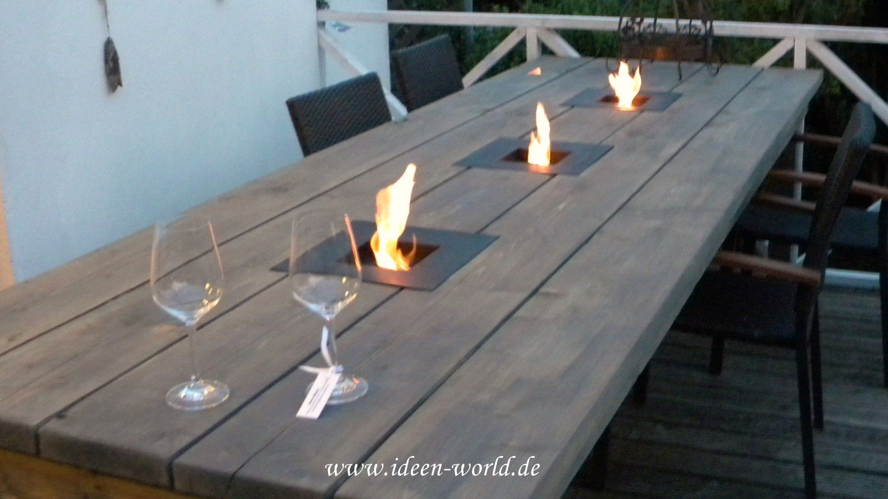Gartenmöbel ,Gartentich ,Tisch Mit Feuerstelle, Individuelle Loungemöbel  ,einzigatige Lampen,besondere Deko,außergewönliche Gestaltungs Möglichkeitu2026