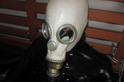 Pin von Mike Gummi auf Rubber-Gasmask-Fun   Gasmaske