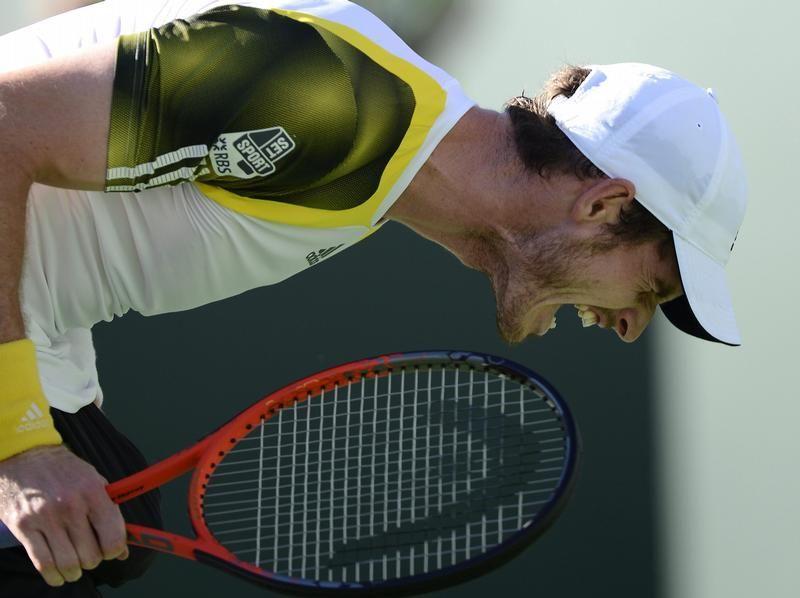 Andy Murray lässt im Viertelfinale von Indian Wells seinem Frust über einen Punktverlust gegen Juan Martin Del Potro freien Lauf. (Foto: John G. Mabanglo/dpa)