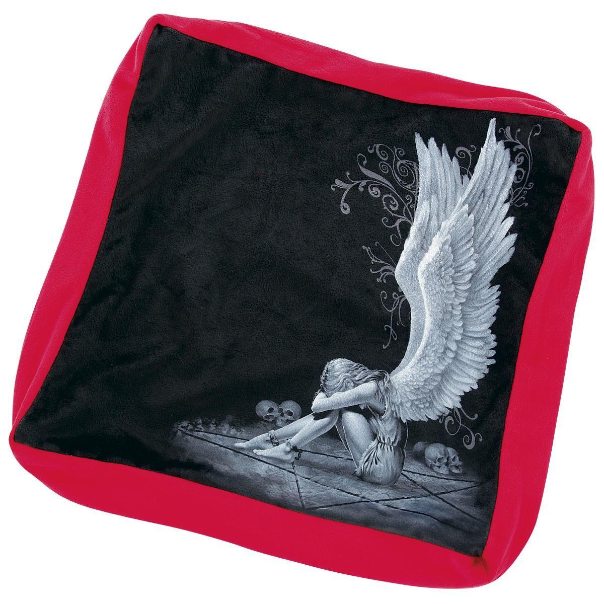 """Cuscino con stampa """"Enslaved Angel"""" della collezione #Spiral. Dimensioni: 40 x 40 cm circa. 100% poliestere."""