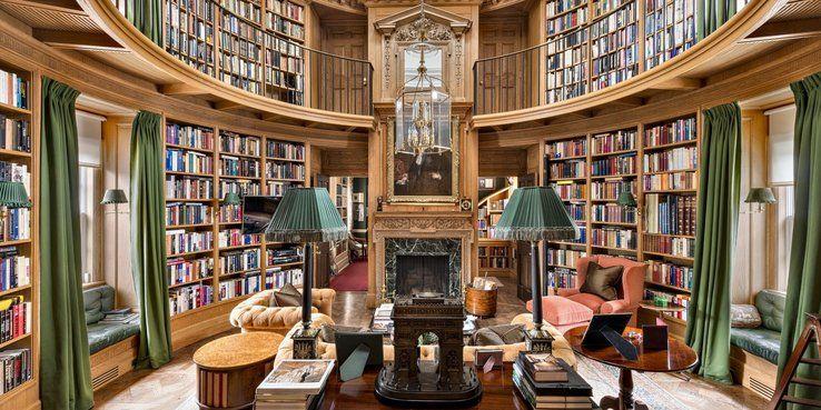 Bill Gates Konyvtara Hazi Konyvtara Amely Tele Van Ritkasagokkal Igy Nem Meglepo Hogy Az Osszes Kony Bill Gates S House Home Library Design House Interior