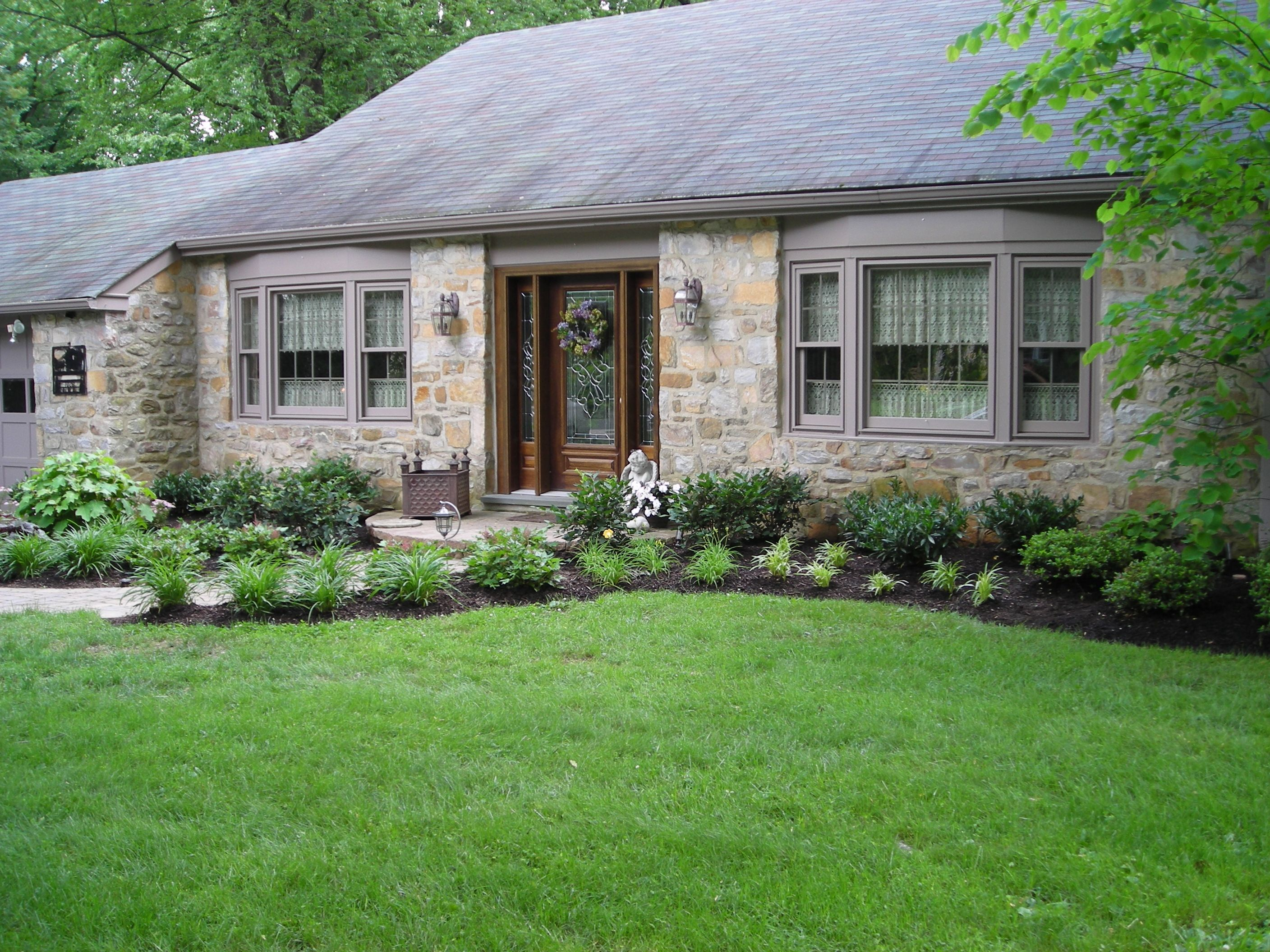 front walk landscape idea | Landscaping Ideas | Yard | Pinterest ...