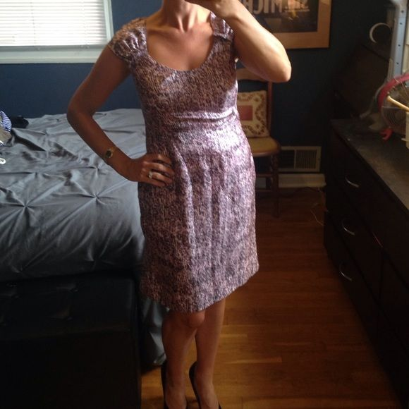 """Banana Republic dress 6p. So very pretty and feminine. Size 6p. I am 5'5"""" for reference. 100% silk. Absolutely perfect condition!❌ No trades and all offers through offer or bundle button. Banana Republic Dresses"""