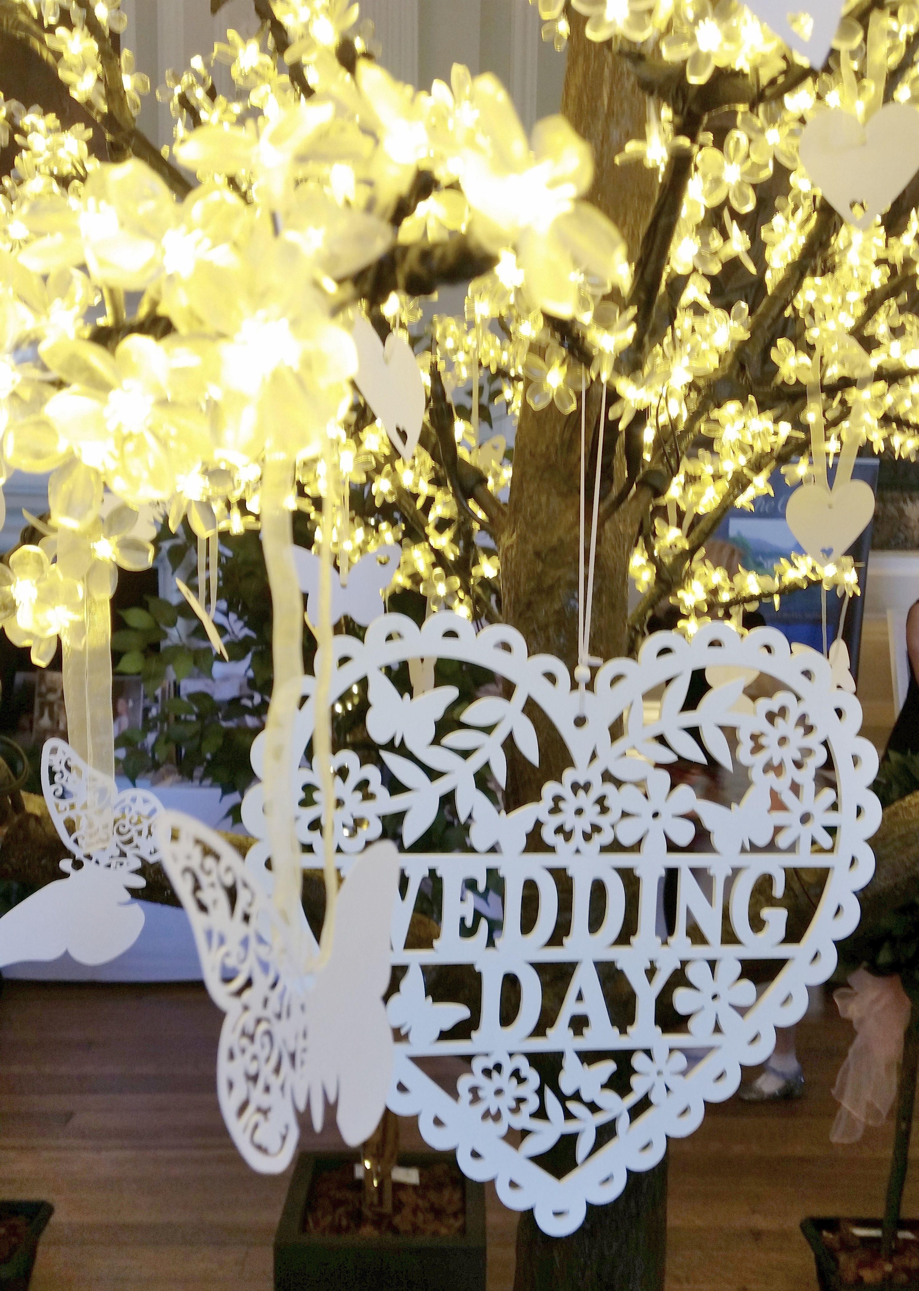Beautiful Wedding Wishes Tree From Www Limelightweddings Co Uk