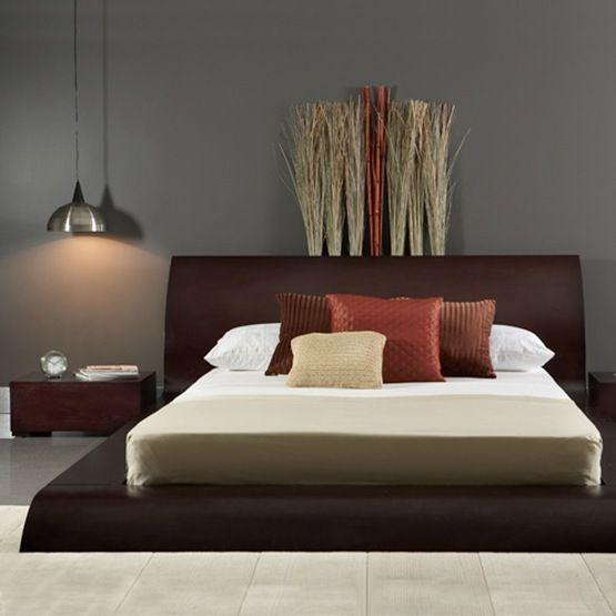 La cama de plataforma Waverly cuenta con una estructura de madera ...