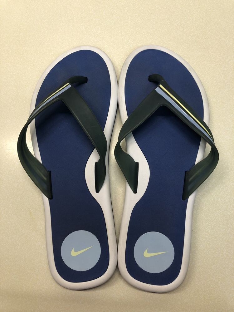 c9cb553ee1e8 Nike Flip Flops Size 9 Used Women s Sandals
