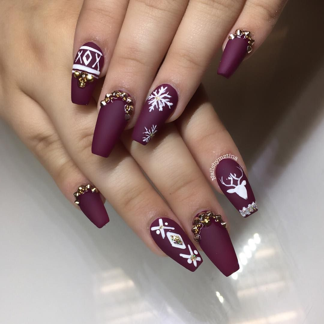 Xmas Nail Colours: Plum + White + Gold Holiday Coffin Nails #christmas #nail
