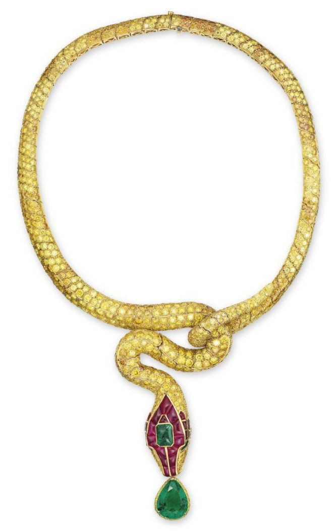 Lot 1653 - AN UNIQUE EMERALD, RUBY AND COLOURED DIAMOND NECKLACE, BY CARVIN FRENCH