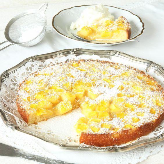 Mango på kladdkakan är ljuvlig gott och läckert! En toppendessert som serveras med vispgrädde eller glass.