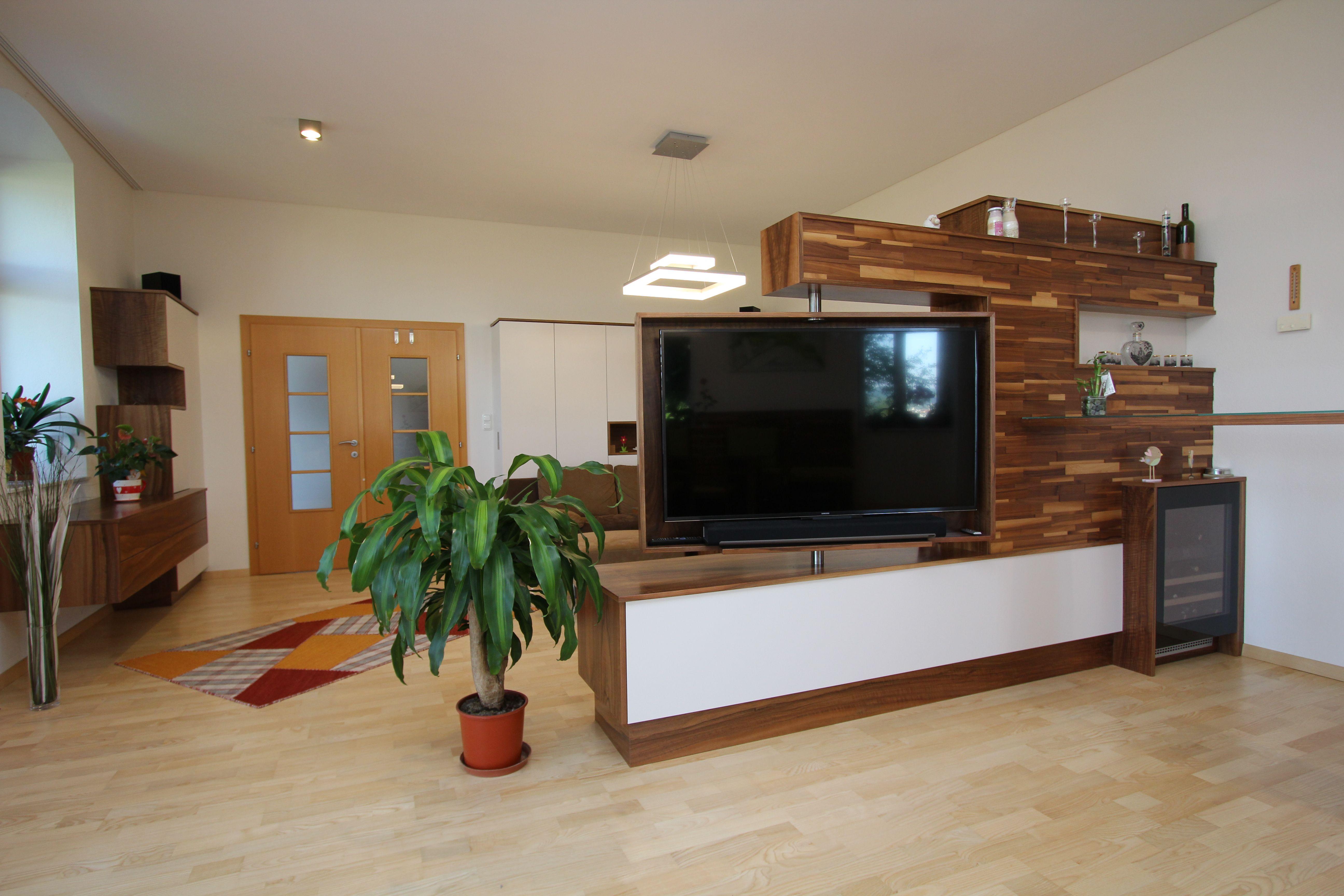Wohnzimmer mit drehbaren Fernseher