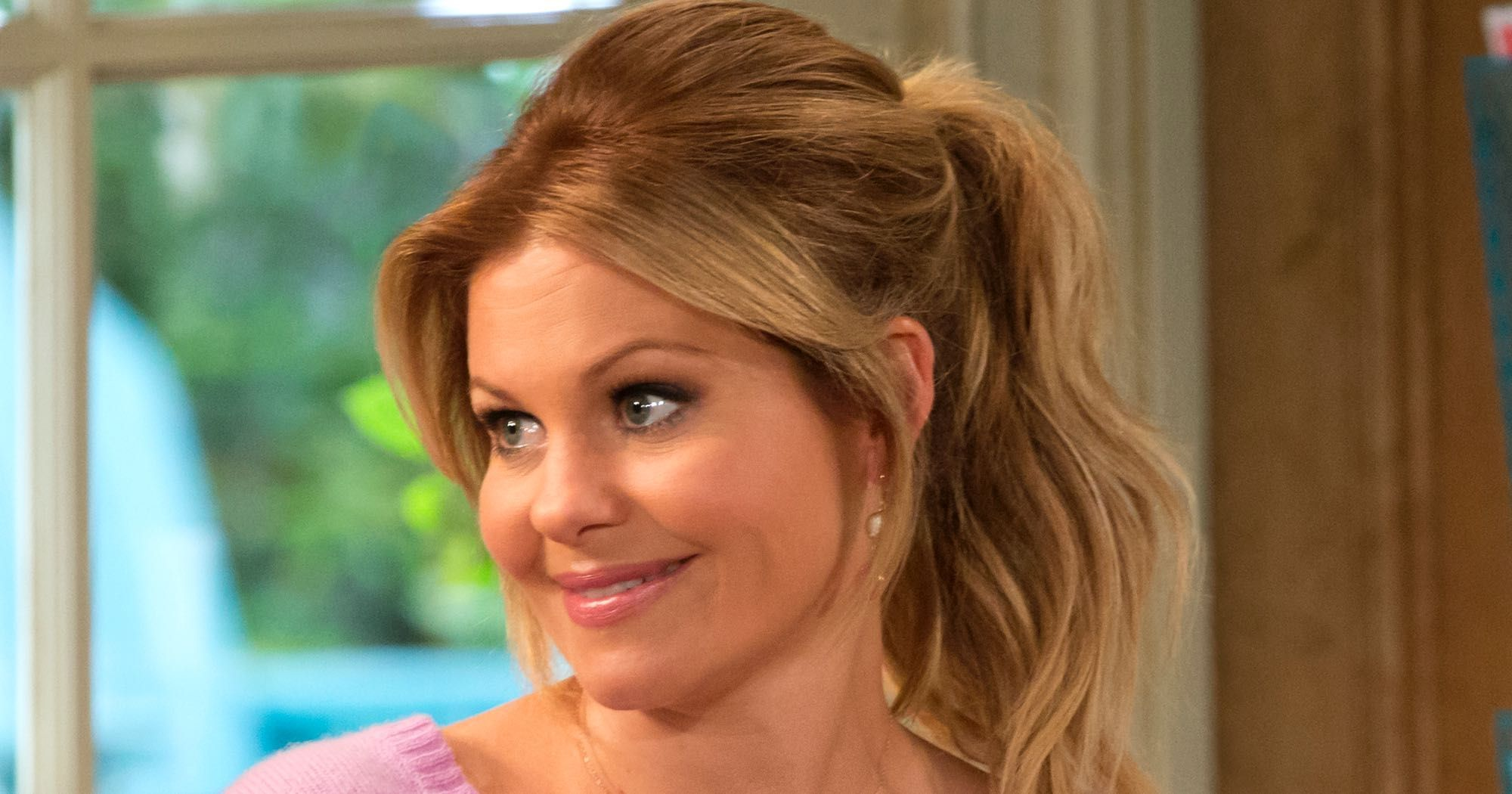Candace Cameron Bure S Hair Is Completely Different Now Candace Cameron Bure Hairstyles Cameron Hair Candice Cameron Hair