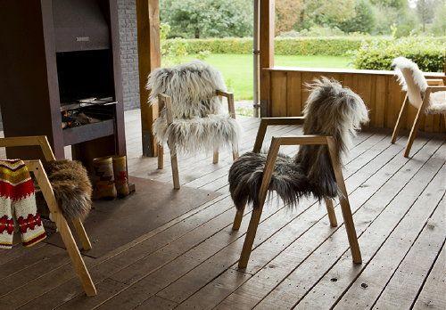 Schapenvacht Over Stoel : Meubel trends flock of chairs houten stoelen met schapenvacht
