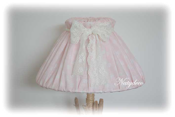 abat jour rose à pois blanc en tissu déhoussable et lavable abec ruban en dentelle NATYDECO en vente sur http://www.natydecocorse.com