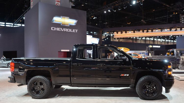 chevy silverado midnight edition custom ready to stand out in pickup line chevy silverado. Black Bedroom Furniture Sets. Home Design Ideas