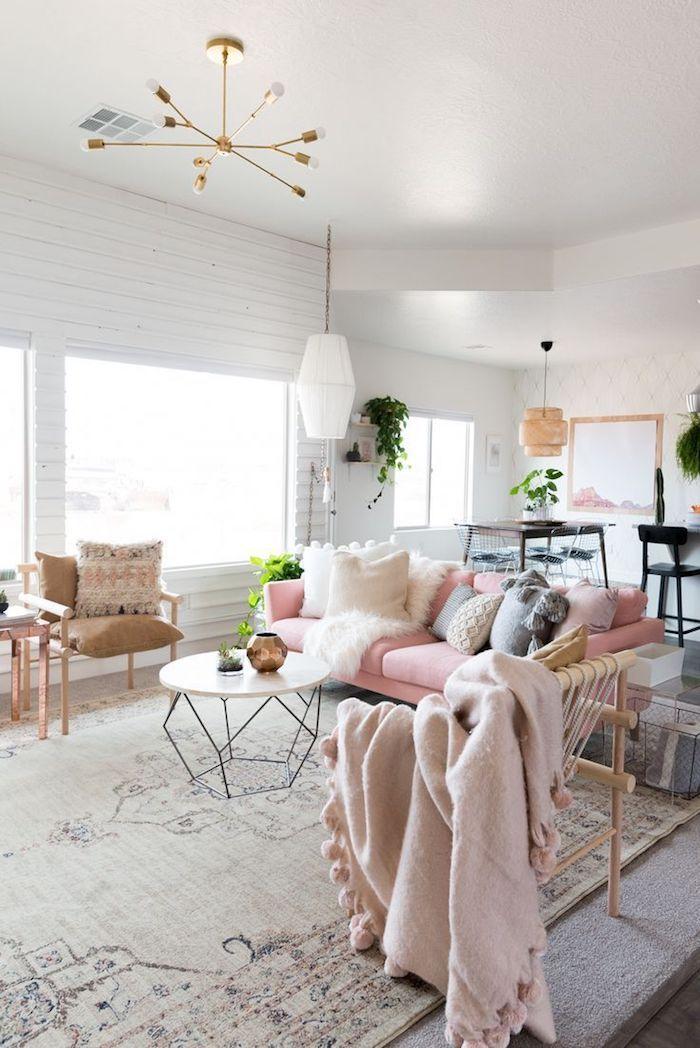 1001 photos et conseils d 39 am nagement d 39 un salon scandinave plafond blanc canap en velours. Black Bedroom Furniture Sets. Home Design Ideas