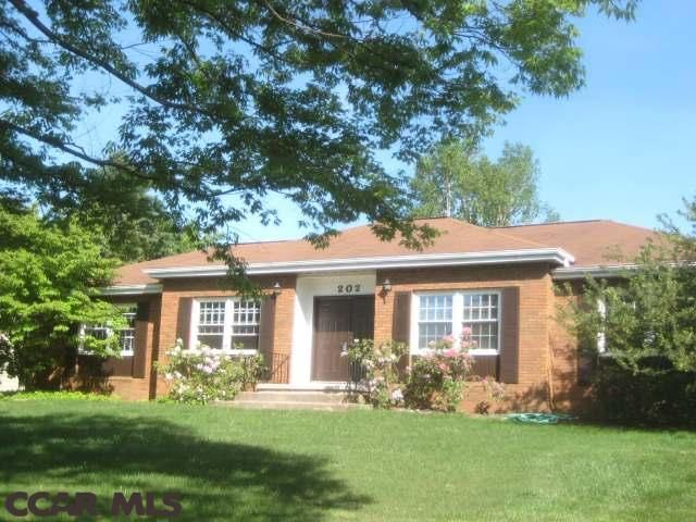 202 East Doris Avenue State College Pa Near Ymca Nice Area Looks Good With Images State College Pa State College Home And Family