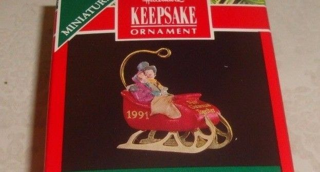 """HALLMARK KEEPSAKE """"OUR FIRST CHRISTMAS TOGETHER"""" COUPLE IN ..."""