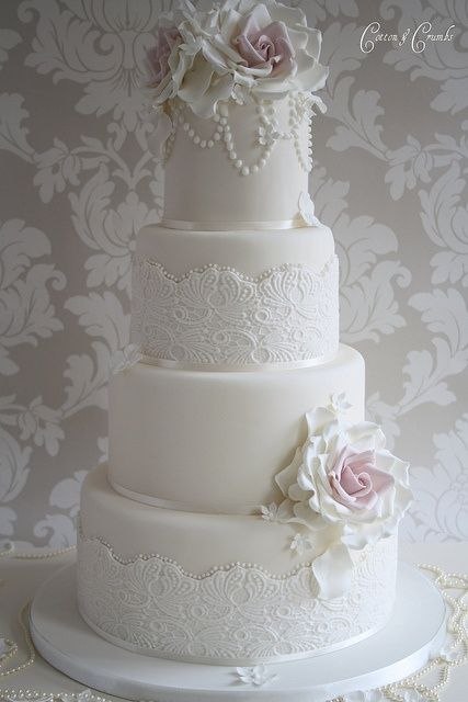 vintage wedding cakes with lace and pearls