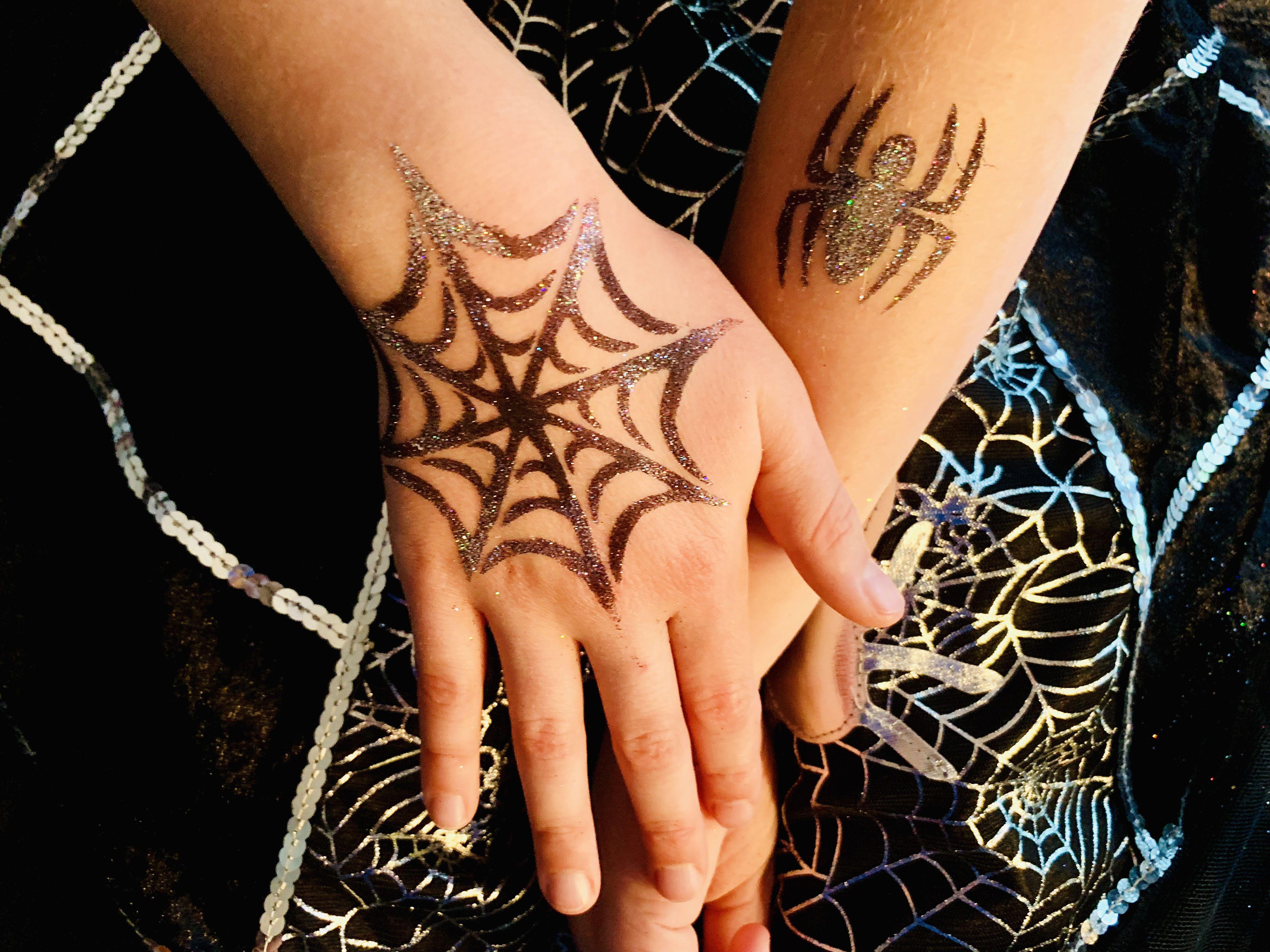 Gruselparty Glitzertattoos Halloween Party Kids Halloween Party Hand Henna
