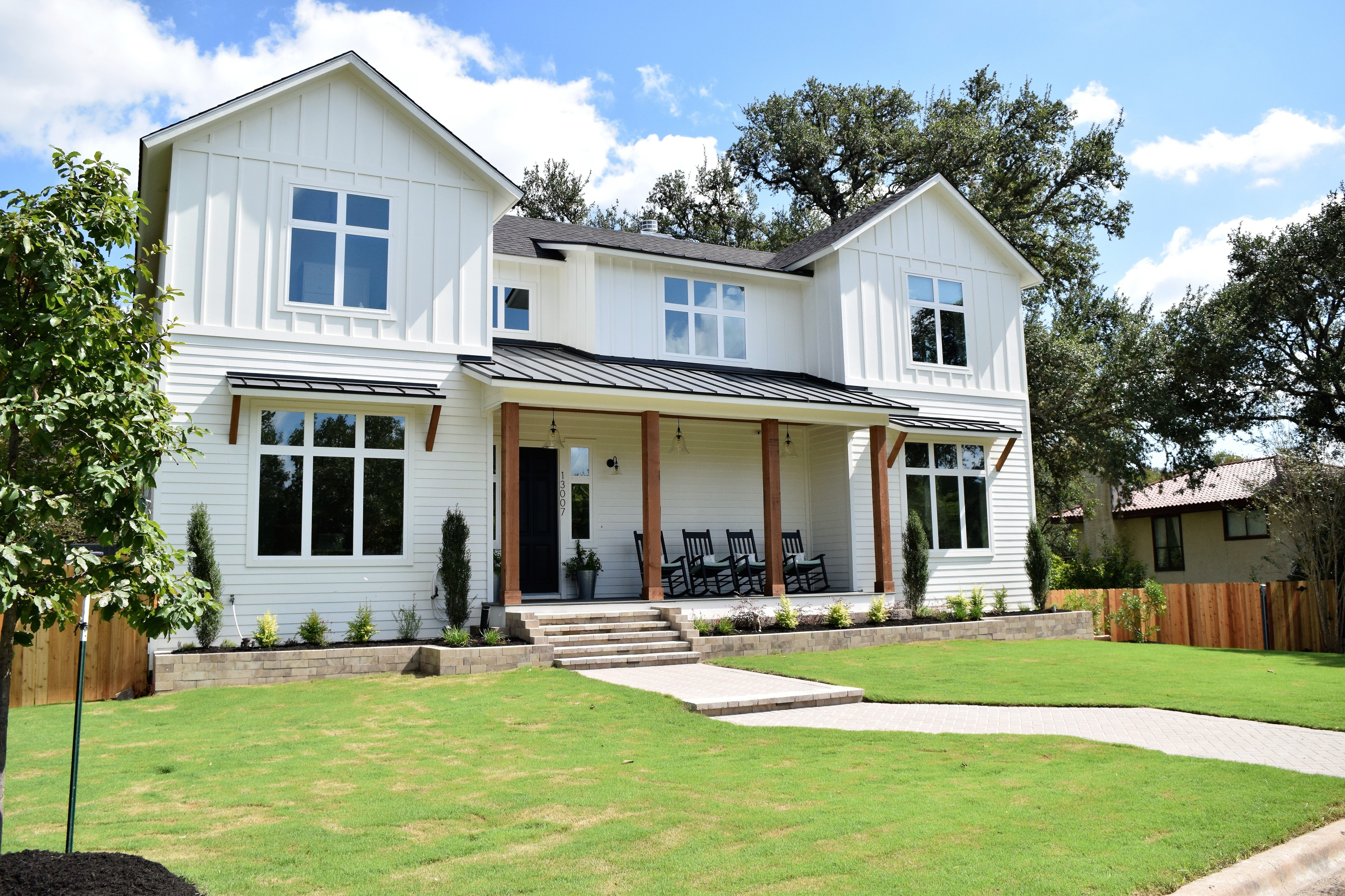 Best White Modern Farmhouse Exterior Benjamin Moore Simply 640 x 480