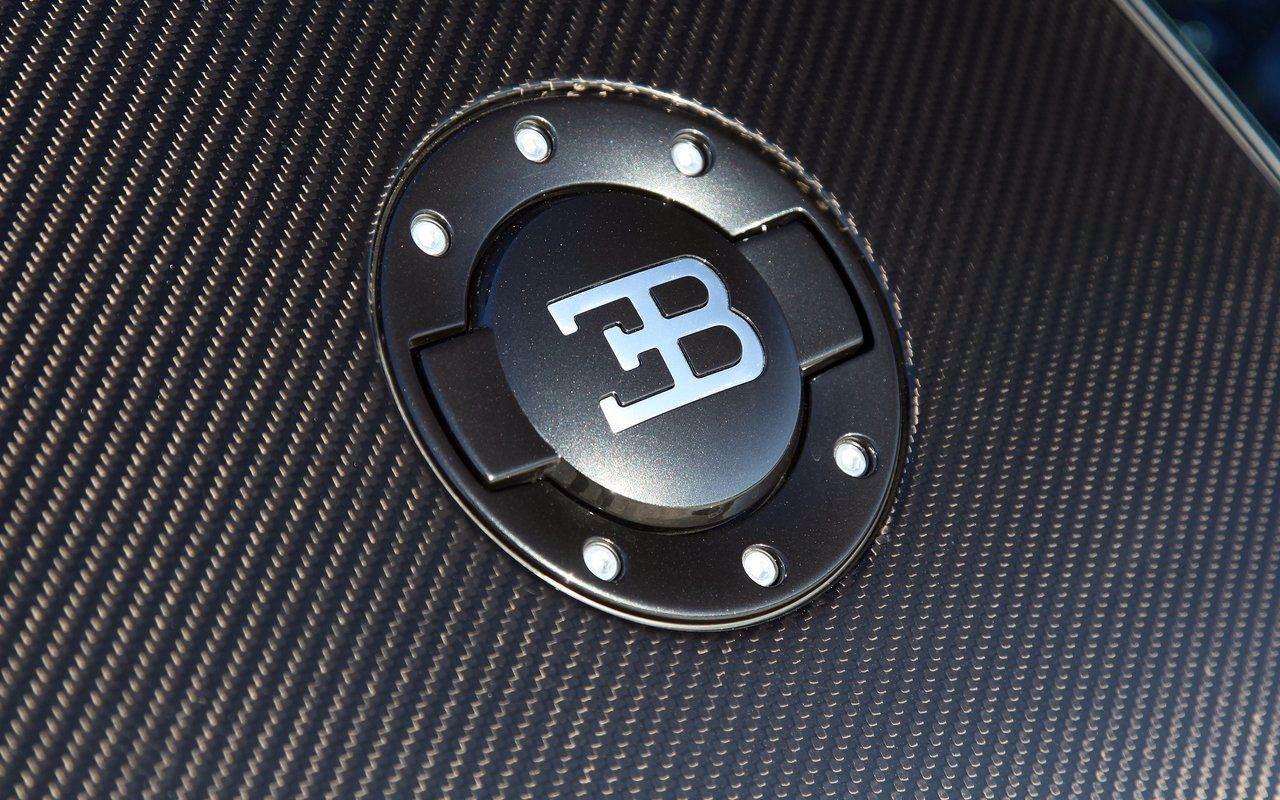 Bugatti A Moment Frozen In Time Vroom Pinterest