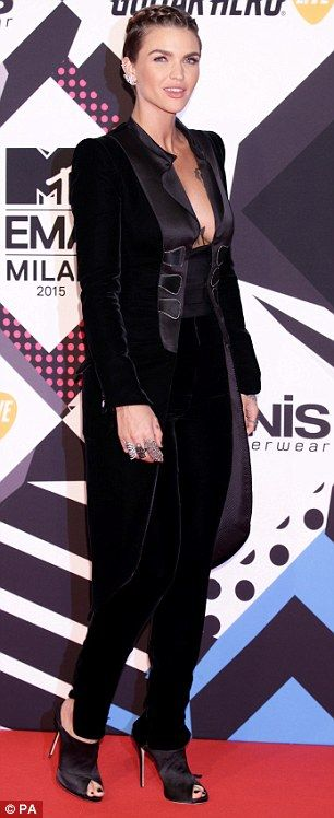 Ruby Rose wears plunging fitted suit as  MTV EMAs 2015 #dailymail