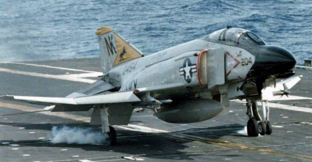 F-4 Phantom II / Landing on carrier | Navy aircraft carrier, Fighter  aircraft, Aircraft carrier
